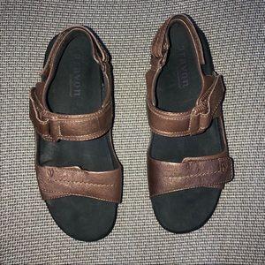 aravon Shoes - Women's Aravon sandal size 8